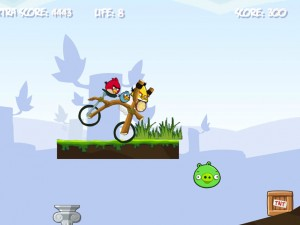 Онлайн игра Злые птички на байке (Angry Birds Bike Revenge) (изображение №3)