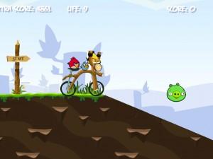 Онлайн игра Злые птички на байке (Angry Birds Bike Revenge) (изображение №5)