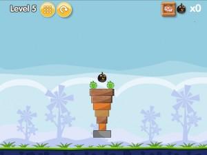 Онлайн игра Бомбардировка плохих свинок (Angry Birds Bomb) (изображение №5)